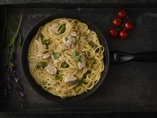 Linguine con Pollo, Olive Verde alla Crema di Finocchio